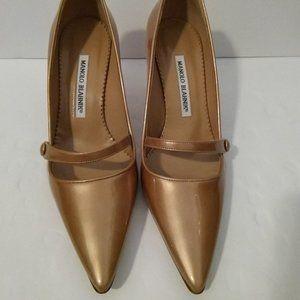 Shoes - Manolo Blahnik Blush Pumps 37
